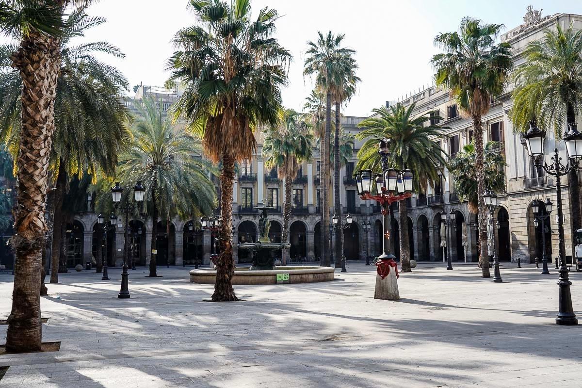 barcelona deserta.. plaça reial